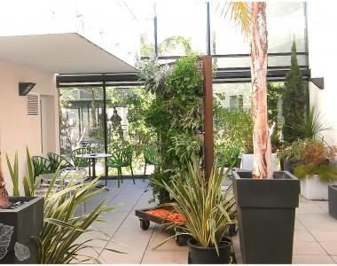 Exposition dans le patio de chez Archiconcept à Perpignan.